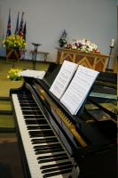 Grand piano on display with expert musicians follows good standard equipment